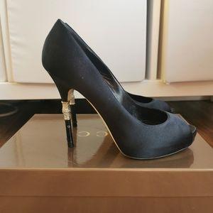 "Gucci pep toe velvet pumps 4.5"" heels"